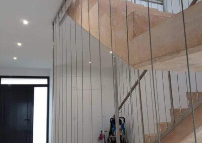 Paco Lozano Vivienda Manzanares escalera monolítica volada hall